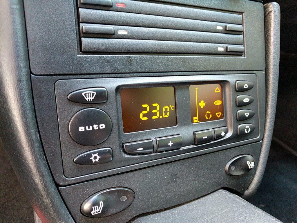 Remplacement de l'écran LCD du panneau de climatisation sur 986 et 996